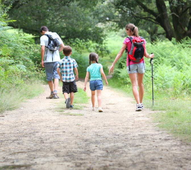 https://www.unicoilodge.com/wp-content/uploads/2018/05/Family_of_four_with_2_children_hiking_in_the_Great_Smoky_Mountains.jpg