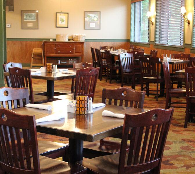 https://www.unicoilodge.com/wp-content/uploads/2021/06/Unicoi-Lodge_Unicoi-Restaurant_672x598.jpg